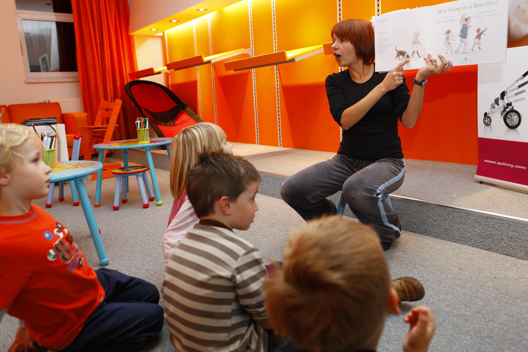 Pravljične urice v jezikovnem centru Lingula